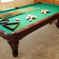 9Ft Pool Table with Accesories
